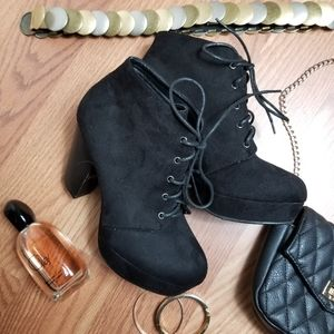 🖤Chunky Lase Up Booties